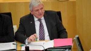 Volker Bouffier: Hessens Ministerpräsident ist an Hautkrebs erkrankt